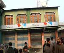 Gunmen loot Rs 11 lakh from Kashmir bank