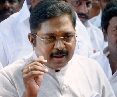 Dinakaran meets TN governor, demands for floor test