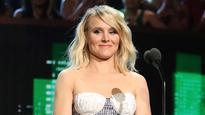 Kristen Bell faces major glitch in middle of speech