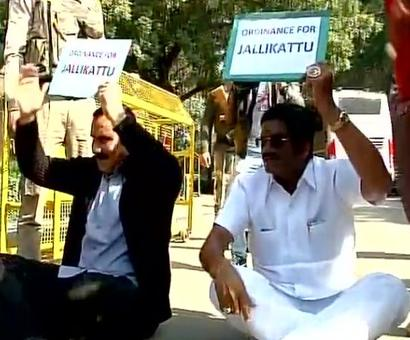 Ramadoss protests outside PM's residence