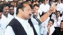 Vaiko, pro-Tamil leaders cut cake to celebrate Prabhakaran's 60th birth anniversary