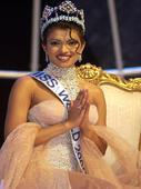5 times when Exotic babe and National Award winner Priyanka Chopra made India PROUD!