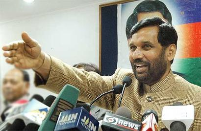 Secularism and communalism are just 'poll ploys': Paswan