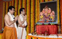 Actor Jeetendra revisits Ganpati pandal of Girgaon chawl where he spent initial years