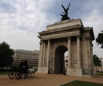 Major cleaning operation under way for Wellington Arch's Quadriga sculpture