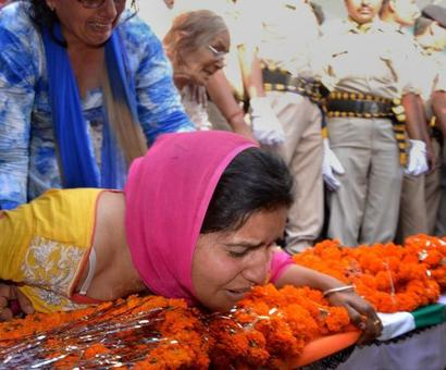 Government has made jawans puppets: Martyr's wife