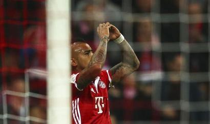 Bundesliga: Bayern down Gladbach as Dortmund stumble again