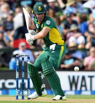 De Villiers passes milestone as South Africa crush NZ