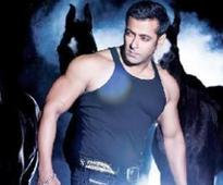 Salman Khan turns arm wrest...