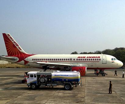 Air services resumed to quake-hit Kathmandu