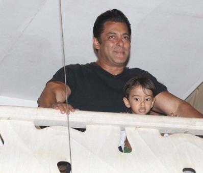 PIX: Salman returns home