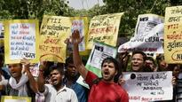 Is FTII justified in not handing out scholarships to dissenting students?
