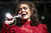 Loretta Lynn, Shania Twain, Jason Aldean get museum exhibits