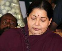 Jayalalithaa is dead: Rajinikanth, Amitabh Bachchan offer condolences on Twitter