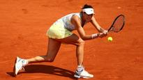 French Open 2016: Muguruza wins in straight sets, progresses to fourth round