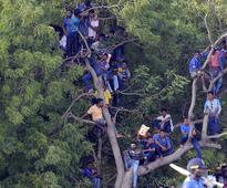Angry Sri Lankan fans hold up team bus after embarrassing loss to India