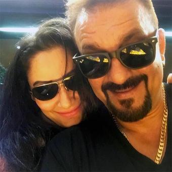 Sanjay Dutt enjoys night out with his wife!