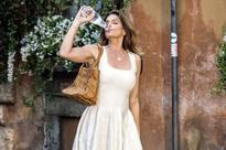 Cindy Crawford looks stunning as she trades Pepsi for a glug of bottled water