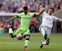 Pablo Zabaleta backs out of favour Manchester City star Sergio Aguero