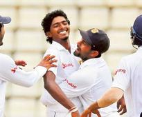 Lanka spinners corner Aussies in tricky chase