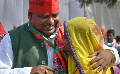 Judge who granted bail to Gayatri Prajapati in rape case, suspended