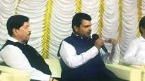 Devendra Fadnavis shows his singer side