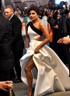 Priyanka's SEXIEST Red Carpet Looks