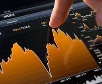 Sensex hovers around 28,000, Midcaps fall; Infosys, TCS up 2%