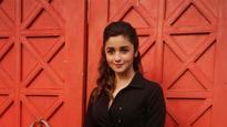 Alia Bhatt gives shoutout to mom Soni Razdan for her blog on 'urban poor'