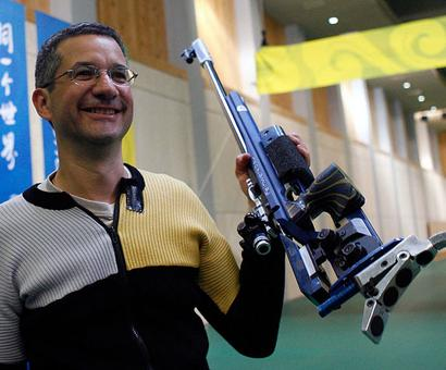 Shooting legend Debevec hits out at Abhinav Bindra