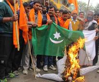 Shiv Sena members burn Pakistan's flag to protest Ghulam Ali's Lucknow concert