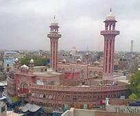 Auqaf-traders row on mosque repair persists
