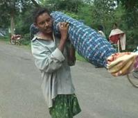 Odisha orders probe after man walks 10 km with wife's body I Video