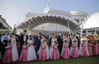 50 Chinese couples marry in Sri Lanka in mass ceremony
