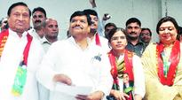What do left leaning Richa Singh and right wing Kundanika Sharma have in common? The Samajwadi Party