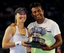 Paes-Hingis ease into French Open pre-quarters