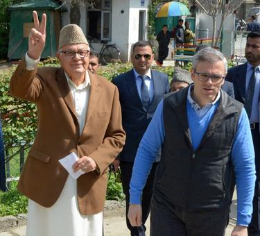 Father isn't Cong member, doesn't need approval to speak: Omar