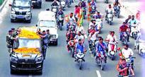 Sycophancy, dereliction or what?;Traffic cops let loose horde of violators escorting Shah