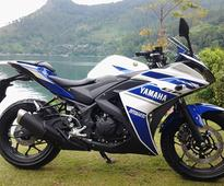 New 2017 Yamaha YZF-R15 V3.0 reveals LED headlamps