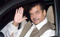 BJP leader Shatrughan Sinha slams author Chetan Bhagat for comparing Advani with Rahul Gandhi