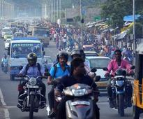 Traffic jams paralyse arterial stretches