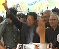 Initiate dialogue with PIA protesters at once, Imran tells Nawaz