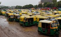 Auto Drivers Forcibly Stop Autos Ferrying Passengers