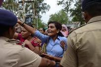 Dalits unrelenting, continue violent protest...