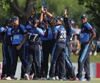 Titans heap more misery on luckless Cobras