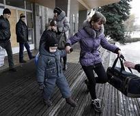 Civilians flee east Ukraine town as fighting intensifies