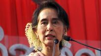 Myanmar's Suu Kyi walks tightrope with John Kerry over Rohingya question