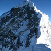 Six killed in Everest avalanche