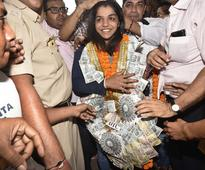 Sakshi Malik comes home to a rousing reception, Haryana CM appoints her Beti Bachao ambassador