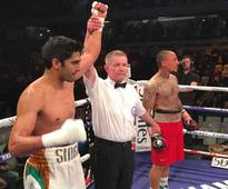 Vijender Beats Royer Via TKO For His 5th Pro Win in a Row